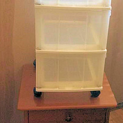 NNS172 Wooden End Table & Plastic Storage Chest