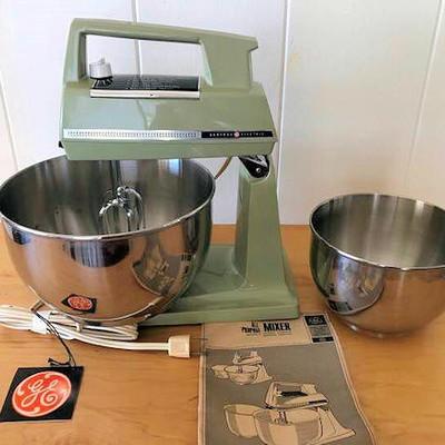 NNS154 Vintage General Electric Countertop Mixer