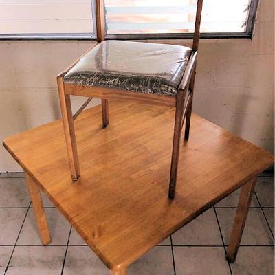 NNS030 Cute Wooden Table & Chair