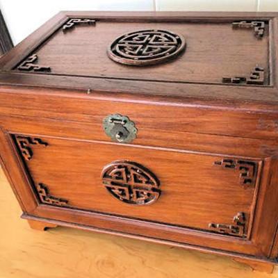 NNS124 Vintage Jewelry Music Box