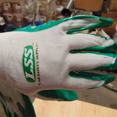 KINCO GLOVES. GREEN AND WHITE