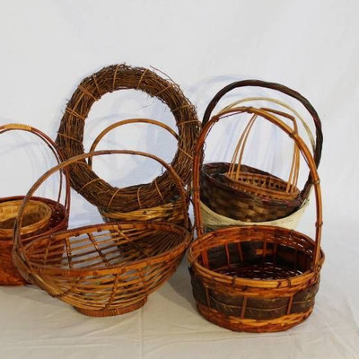8 Baskets and one Wreath