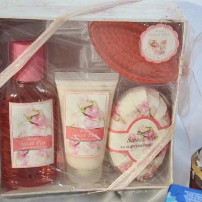 Chantilly Perfume Set, Vintage Chantilly bottle, N .....