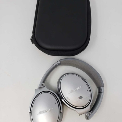 200: 	 Bose QuietComfort II wireless headphones with case Hear the world on your terms with this nice pair pair of Bose QuietComfort 35...