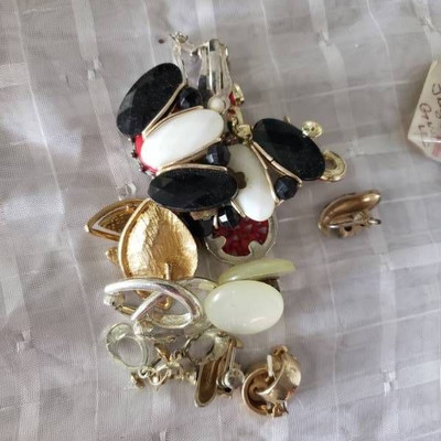10 Pairs of Vintage Clip Earings