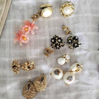 10 Pairs of Vintage Clip Earings..