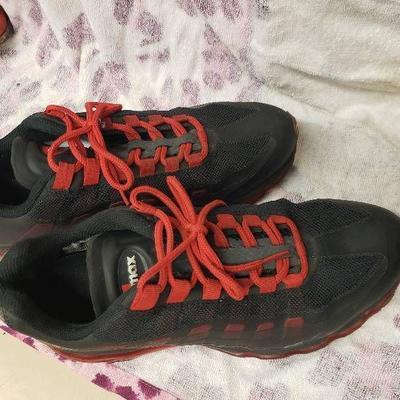 Nike Air Size 9.5
