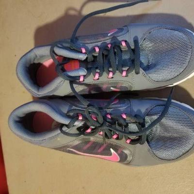 Ladies Nike Shoes Size 8.5