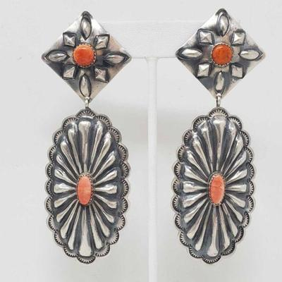 152: Spiny Oyster and sterling silver Native American earrings.. Marked by Artist 22.5g Dashing Spiny Oyster and sterling silver Native...