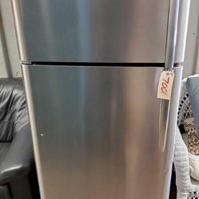 7001: Frigidaire Gallery 18.0 Cu. Ft. Top Freezer Refrigerator This is a nice smudge-proof stainless steel 18.1cu.ft top freezer...