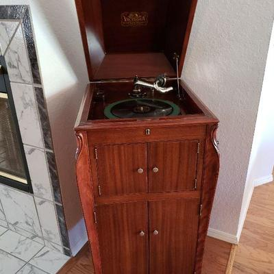 1915 Victor Victrola - excellent vintage condition