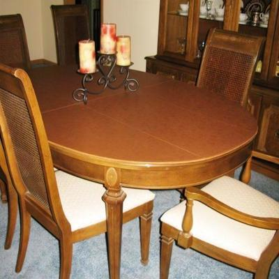 Dining room table , pads, 2 leaves and 6 chairs   BUY IT NOW $ 225.00