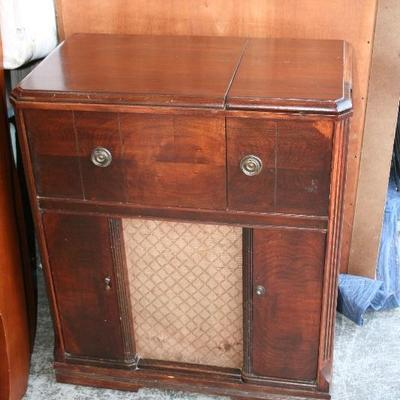 Old Sparton Tube Type Radio Photograph Record Player