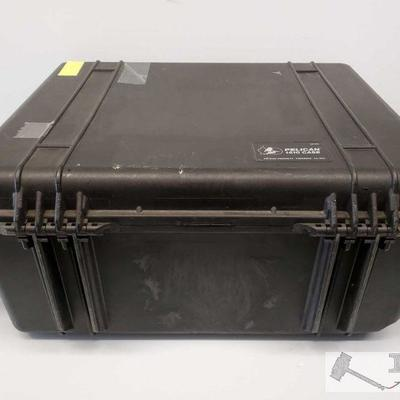 Pelican 1610 Hard Case Pelican 1610 Hard Case. 4-Point Latch top with hinges. OS11-120676B.(could not read)