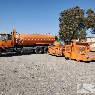 118: 2003 International 7500 HT530 w/ water tank, dump bed and flat bed Roll-off bed, has water tank, flat bed and dumpster bed.  Year:...