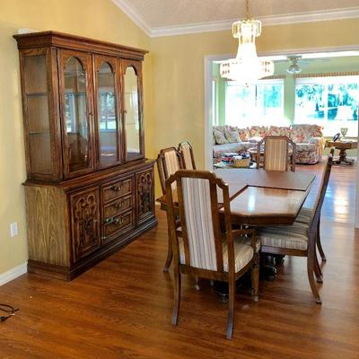 Ethan Allen Fruitwood Dining Table with 8 Chairs and 2 Leaves and tabletop protective pads - $525 (41W  65L w/o leaves) Matching Ethan...