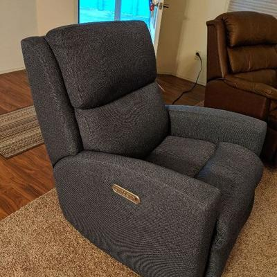 PENDINGT 160-112 Electric recliner w/USB port.  Adjustable cervical support.  Purchased at Roby's 7 months ago. $225
