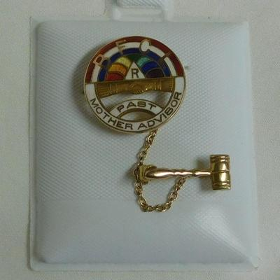 !0 k BFCL Mother Advisor Pin