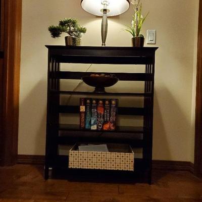Decorative table / book shelf