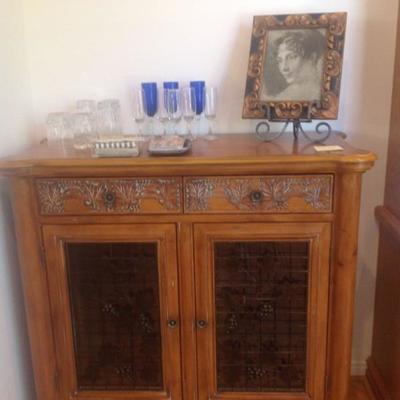 Bar has built in wine rack