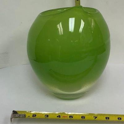 AH3001: John Rocha Waterford Glass Vase Local Pickup  https://www.ebay.com/itm/113922554834