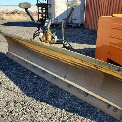200: Meyer Snow Plow W/ Meyer E-58H Hydraulic Power Unit Meyer Snow Plow W/ Meyer E-58H Hydraulic Power Unit. Lights on top of mounting...