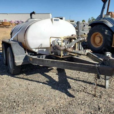 305: Texas Bragg Enterprises 500Gal. Water Trailer Model No. 5X8WD. Honda Gasoline motor, Wacker PG2 Pump, tandem axle trailer