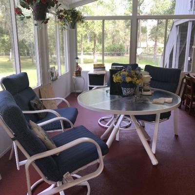 Excellent condition patio set used on enclosed Lani