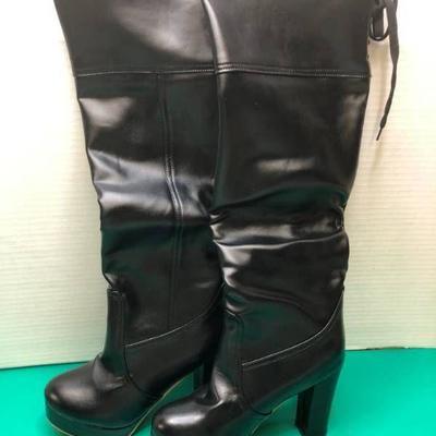 WOMEN'S BOOTS (BLACK SIZE 8)