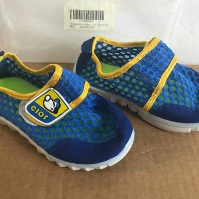 TODDLER WATER SHOES SIZE 12)
