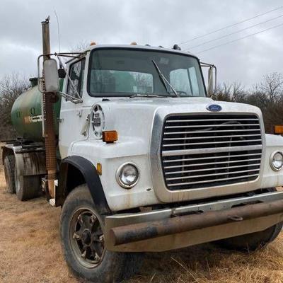 1986 Ford 8000 Diesel Vac Truck - See Video.