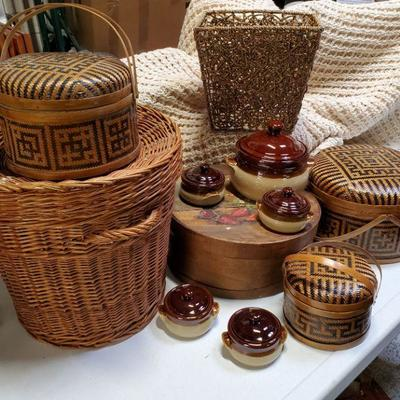 Baskets & Ceramics