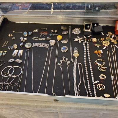 Gold and silver jewelry in the Dec. 6 and 8 Fair Lawn sale
