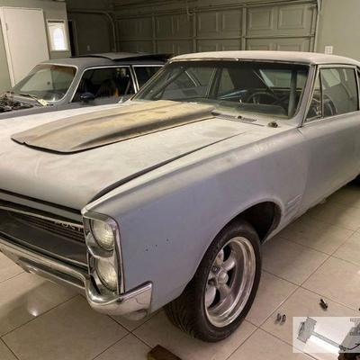 72: 1966 Pontiac Tempest 2-Door Sedan VIN: 233076Z604683 Roll cage in cab. Car has NO motor or transmission.