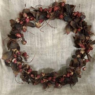 18 Farmhouse Raspberry Wreath