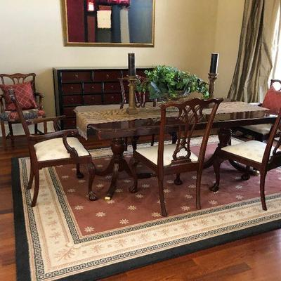 https://www.ebay.com/itm/114000126187  BG0001A Traditional Dinning Room Table with 2 Leafs Local Pickup $299