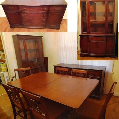 Mid Century Mahogany Table and 4 chairs, buffet/credenza, and hutch/china cabinet in Excellent condition. The Credenza would make a...