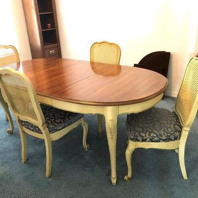 French Provincial Petite Oval Dining Table w/4 chairs, 1 leaf, pads - $485