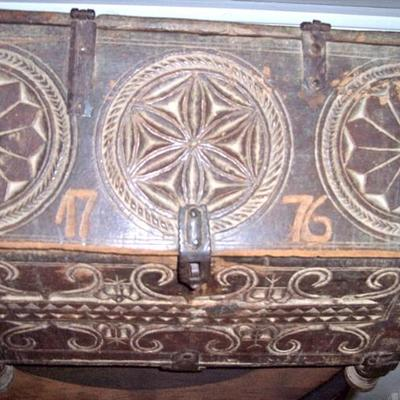 EARLY AMERICAN CARVED BOX - WE THINK