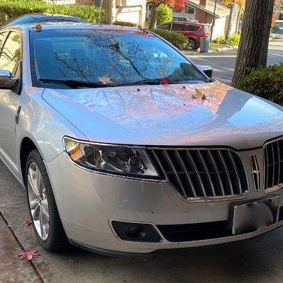 2010 LINCOLN MKZ Low 30k miles Sports Package with awesome black and white leather bucket seats.