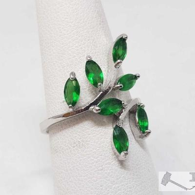 10k Seven Green Semi Precious Stones, 2.6g This Beautiful 10k ring is approximately a Size 9 and weighs approximately 2.6g Metal Type:...
