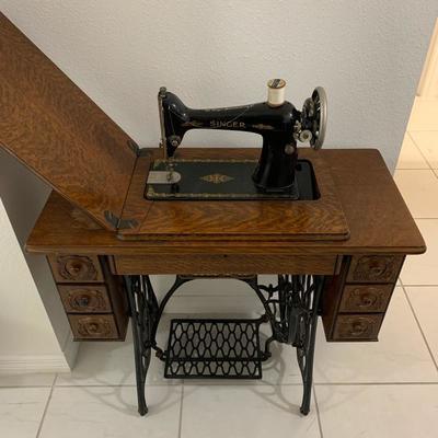1926 Singer Model 66 Sewing Machine
