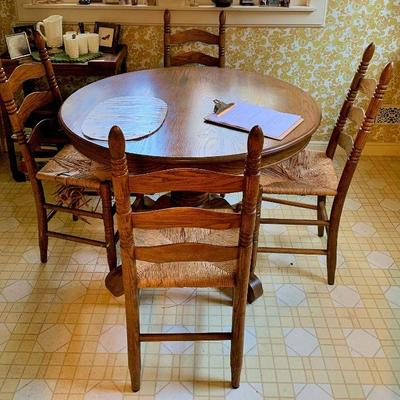 Lovely Vintage Round Kitchen Nook Tables with 4 chairs