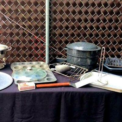 HFS005 Assorted Ovenware - Pizza Pans, Muffin Tins, etc