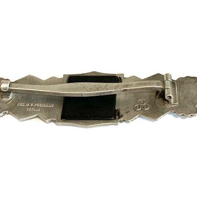 A SILVER CLOSE COMBAT CLASP BY FEC  W.E. PEEKHAUS Silver wash or silver plated clasp, marked in raised capital letters FEC. W.E.Peekhaus...