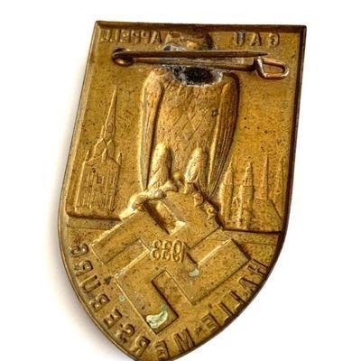 1933 GERMAN WWII GAU HALLE-MERSEBURG TINNIE BADGE Original era manufacture. Attractive gilded brass shield-shaped tinnie with a pinback...