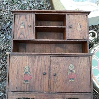 Early Childs hutch