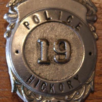 HICKORY NORTH CAROLINA POLICE BADGE 19