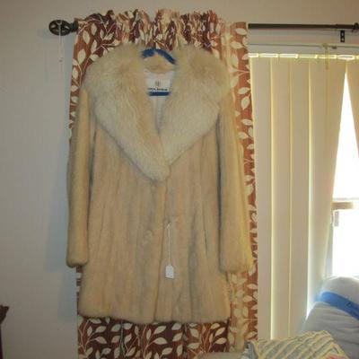 Lovely vintage mink coat w/ a fox collar
