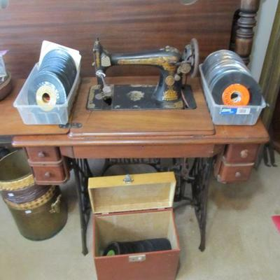 We have hundreds of vintage records!!  The 50s-70s  Including VERY RARE American albums from Venezuela.  Also, a 1920's Singer sewing...